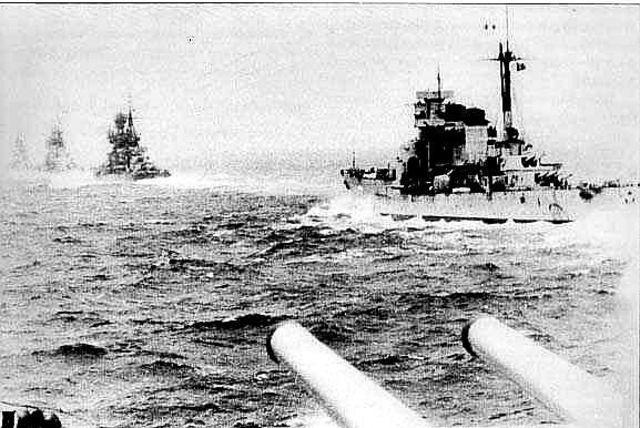 Los Aliados hunden cruceros italianos en el Cabo Matapán.