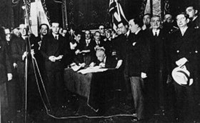 El Estatuto de Cataluña es aprobado.