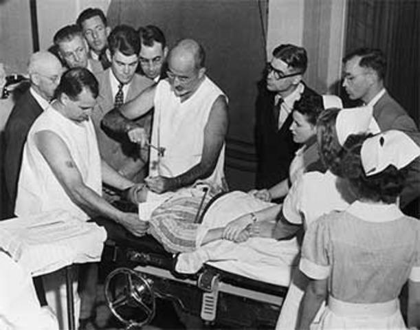 Egas Moniz carries out the first human lobotomy