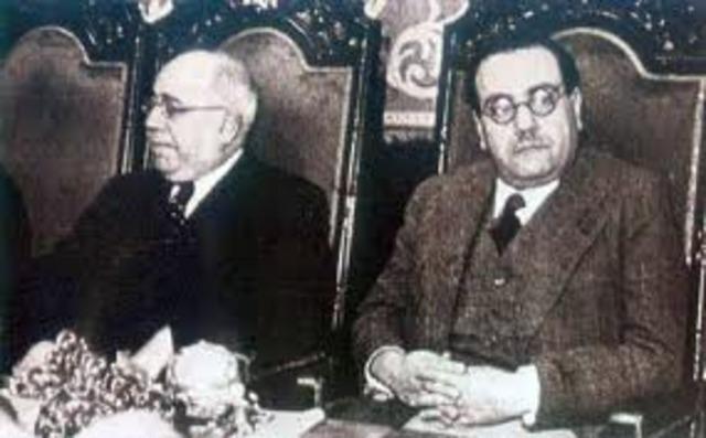 Dimiten Alcalá Zamora y Miguel Maura. Azaña es nombrado jefe de Gobierno.