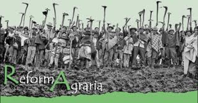 Las Cortes aprueban el Estatuto de Cataluña y la Ley de Bases de la Reforma Agraria.