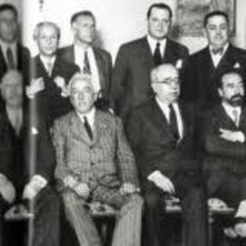 Alcalá Zamora pide a Lerroux que forme nuevo Gabinete.