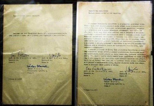 En Checoslovaquia se da ha conocer la Carta 77