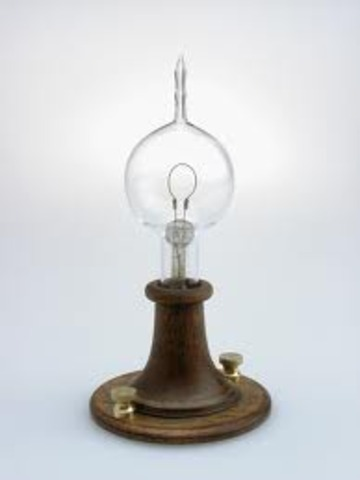 Thomas Edison invents lightbulb
