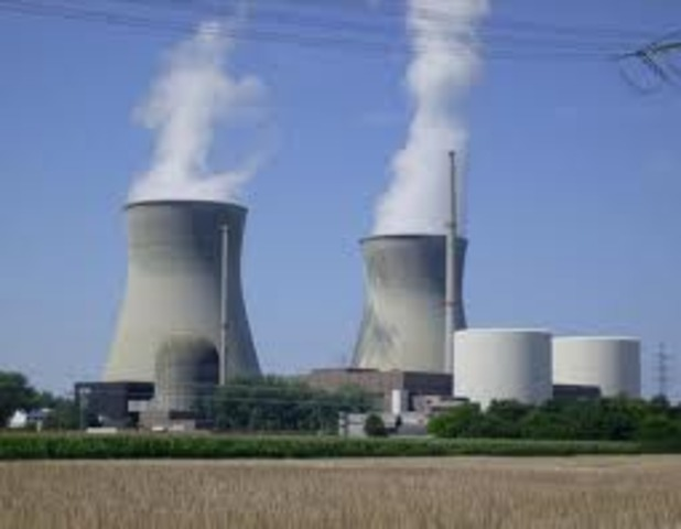 1952- World's first nuclear reactor for commercial power in Shippingport, PA.