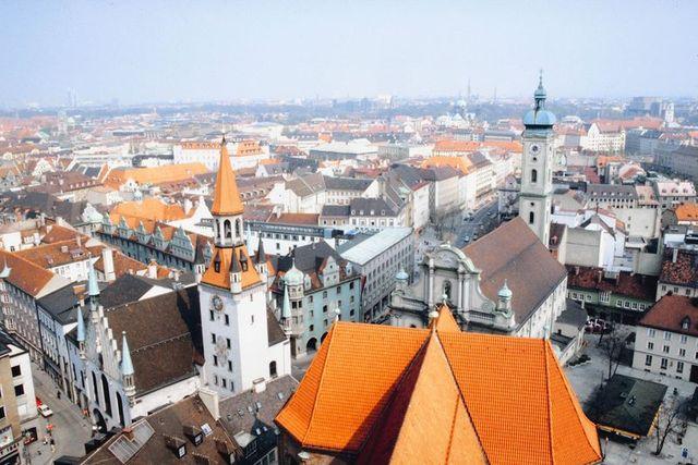 Hitler move to Munich