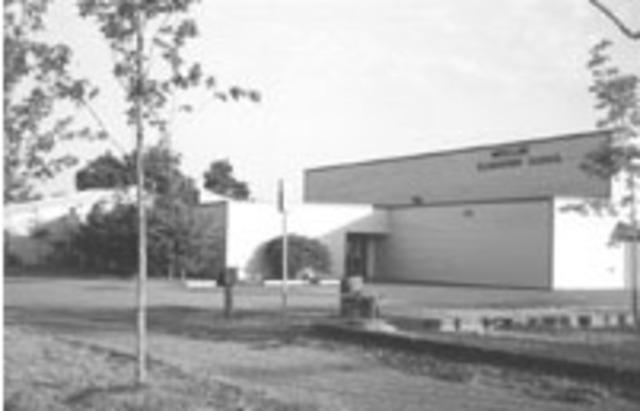 Maple Lane Elementary opens