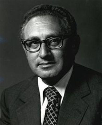 Henery Kissinger receives Nobel Peace Prize