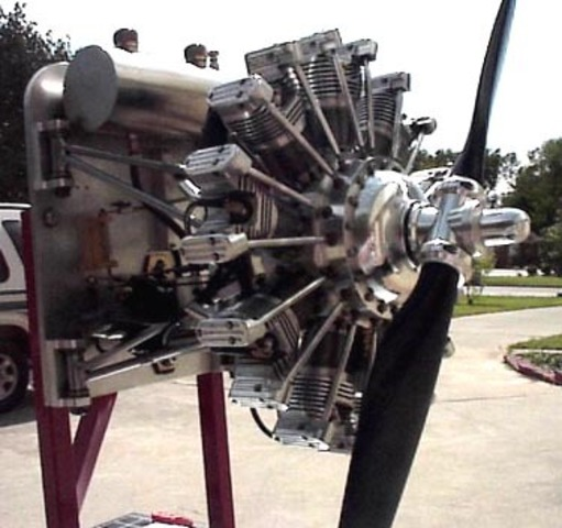Introduction of lightweight, air-cooled radial engines