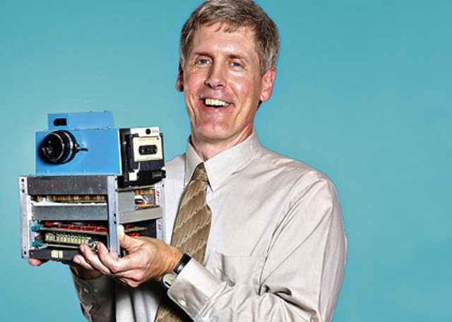 Steven Sasson snaps the first photo with a fully digital camera