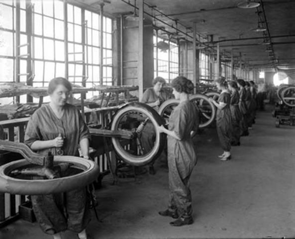 WWI: Women make thier move