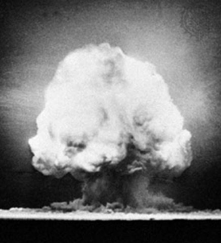 Atomic Bomb Tested in New Mexico (VUS.11b)