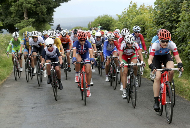 Clara Hughes falls short in women's road race