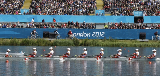 Women's 8 rowers advance to final