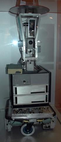 O Primeiro Robô Móvel Controlado por Inteligência Artificial.