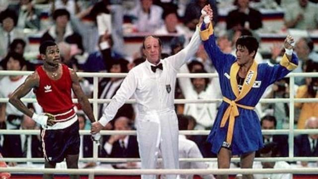 Park Si-Hun vs Roy Jones Jr – Boxing