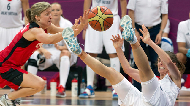 Women's basketball team holds off Great Britain
