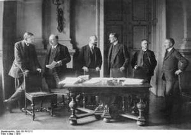 The Treaty of Versailles ends World War I and the Rhineland is placed under Allied occupation for 15 years.