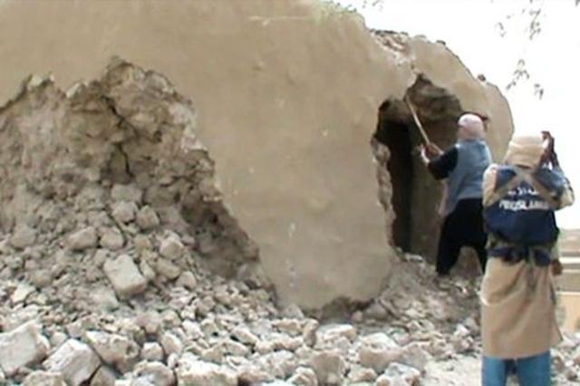 Ansar Dine détruits des mausolées à Tombouctou