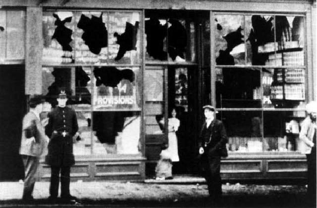 Anti-Asian riot attacks Vancouver's Chinatown (British Columbia)