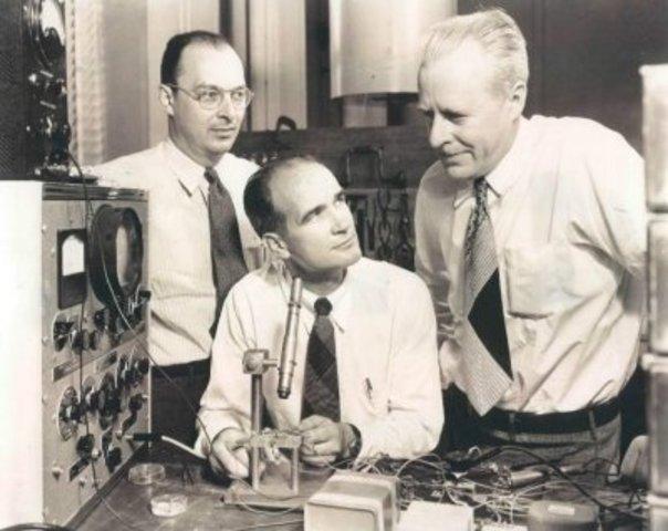 John Bardeen, William Shockley y Walter BRATTAIN