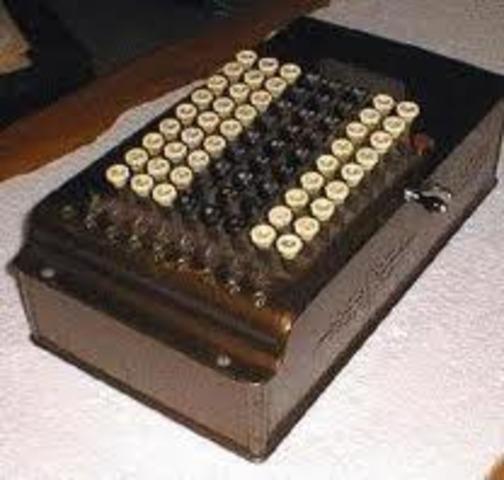 Dorr Felt desarrolló su Comptómetro