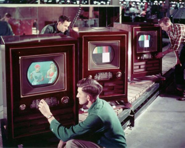 Se inicia la teledifución a color