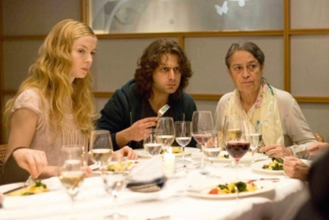Zinos isst mit Nadine's Familie