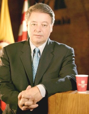 se poceciona como ministro de defensa Gabriel Silva Lujan anteriormente presidente e la federación nacional de cafeteros