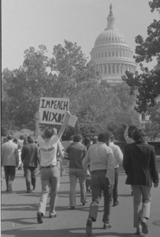 Nixon resigns from office