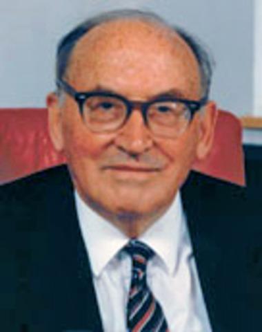 Maurice Wilkes inventa la microprogramación