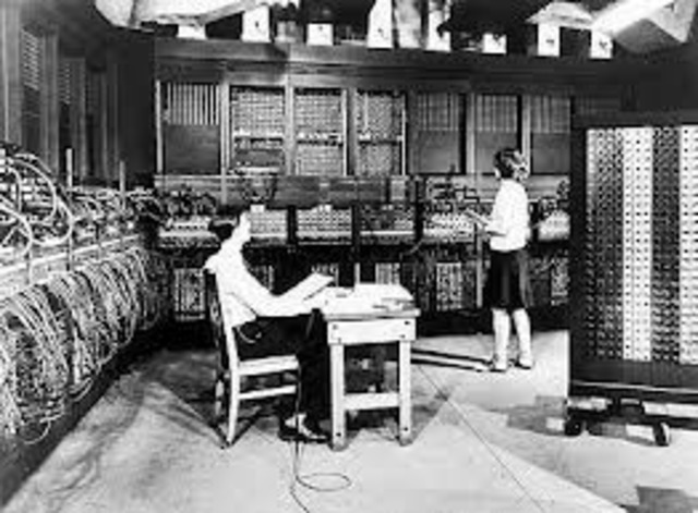 consola de la computadora desde la cual se actuaba sobre una serie de micro interruptores