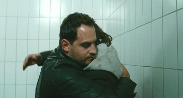Zinos und Illias im Gefängnis