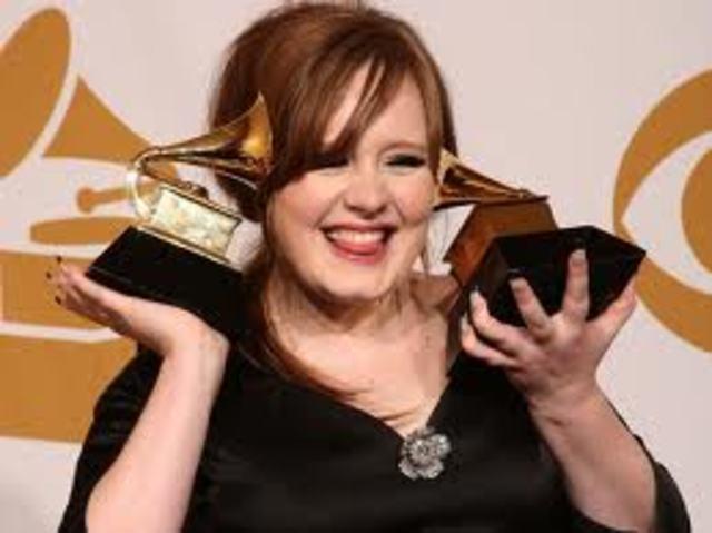 ADELE gana 2 Grammys