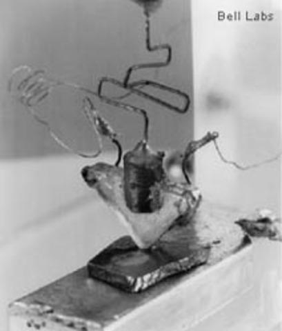 TRANSISTOR (http://www.tecmundo.com.br/o-que-e/3596-o-que-e-um-transistor-e-porque-ele-e-importante-para-o-computador-.htm)