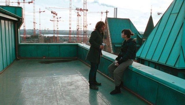 Gespräch auf dem Dach