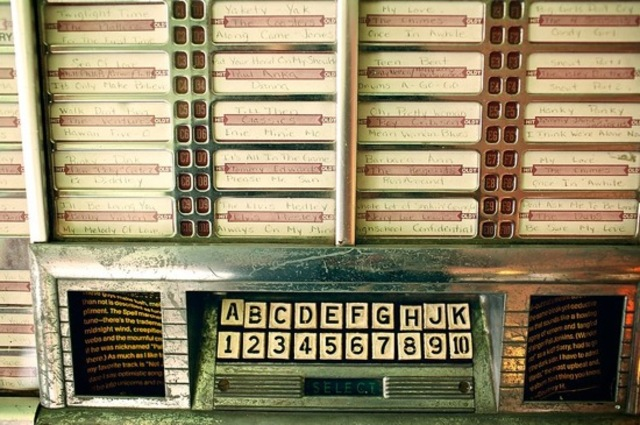 the first jukebox was invented and installed in San Francisco at the Palais Royale Saloon