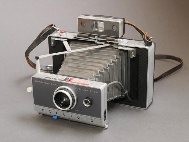 Polaroid Packfilm 100-series Land Camera