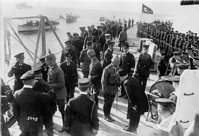 Ottoman navy shells Odessa.