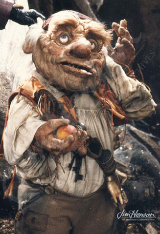 Sarah meets Hoggle who refuses to help her