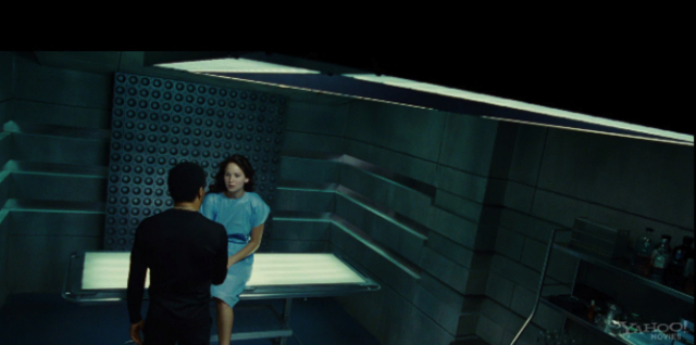 Cinna helps Katniss get ready for the opening ceremony