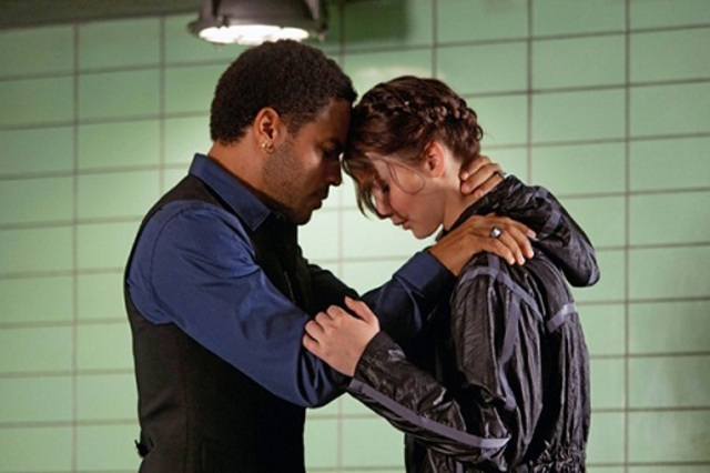 Cinna gives Katniss tips and wishes her well