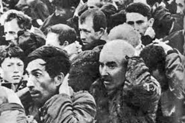 Nazis kill Polish Jews