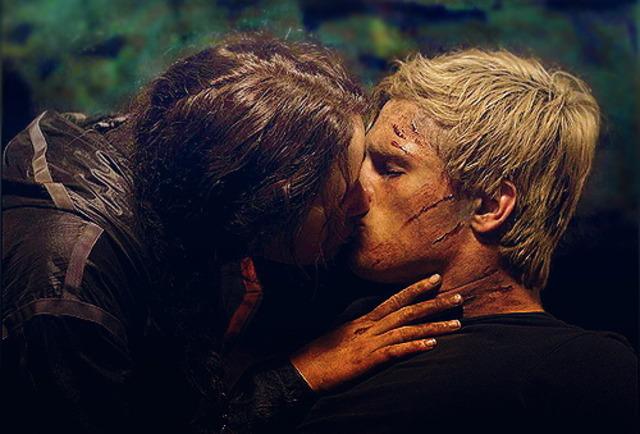 Peeta and Katniss kiss