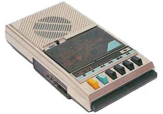 Apparition du premier magnétophone à cassettes