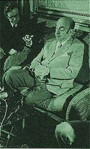 Pablo Neruda recibe el Premio Nobel de Literatura