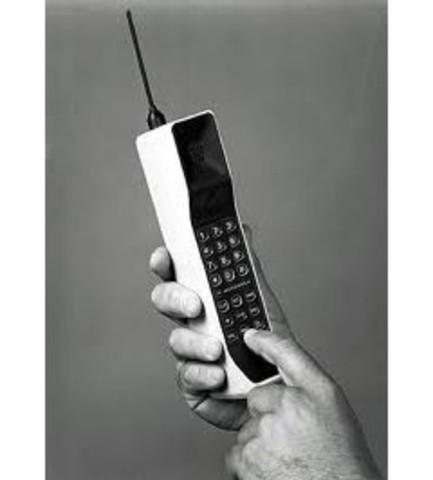 Primer teléfono mobil personal y comercial