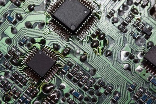 First integrated computer chip