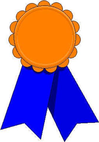 Hull recibe una medalla de la Sociedad de Psicología Experimental