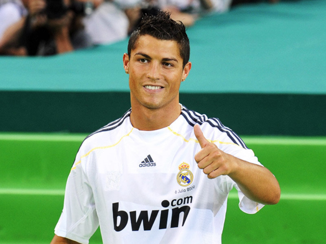 Cristiano Ronaldo becomes most expensive player in soccer